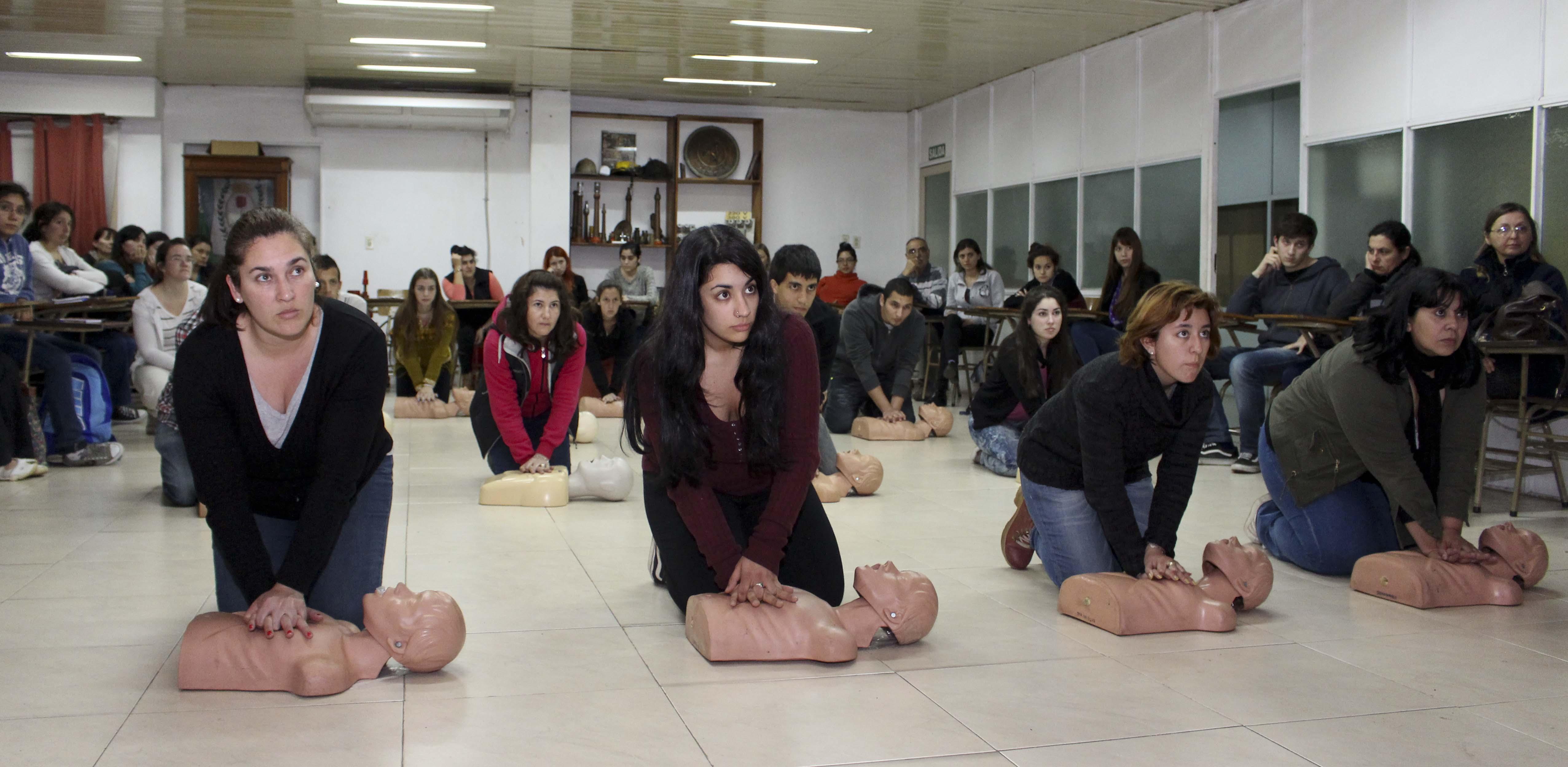 Photo of El Centro de Salud de Mancha Real imparte un curso de reanimación cardiopulmonar