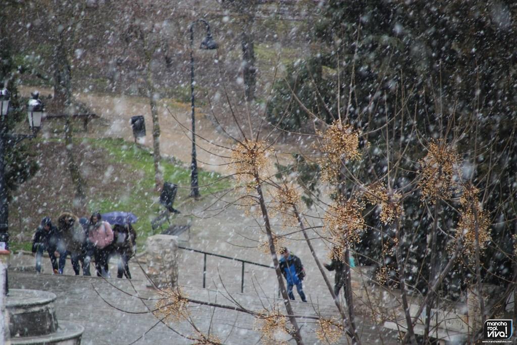 Photo of Con la bajada de temperaturas, caen los primeros copos de nieve sobre Mancha Real