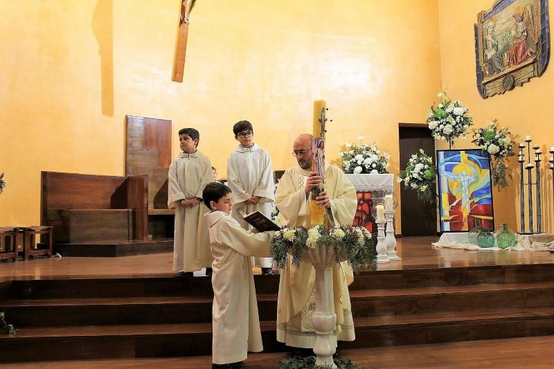 Photo of San Juan Evangelista y la Encarnación celebraron la Vigilia Pascual y la Resurrección de Cristo
