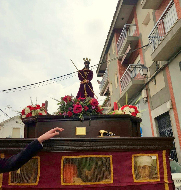 Photo of Un grupo de jóvenes salen con la 1ª Procesión de las Cruces de Mayo de Mancha Real