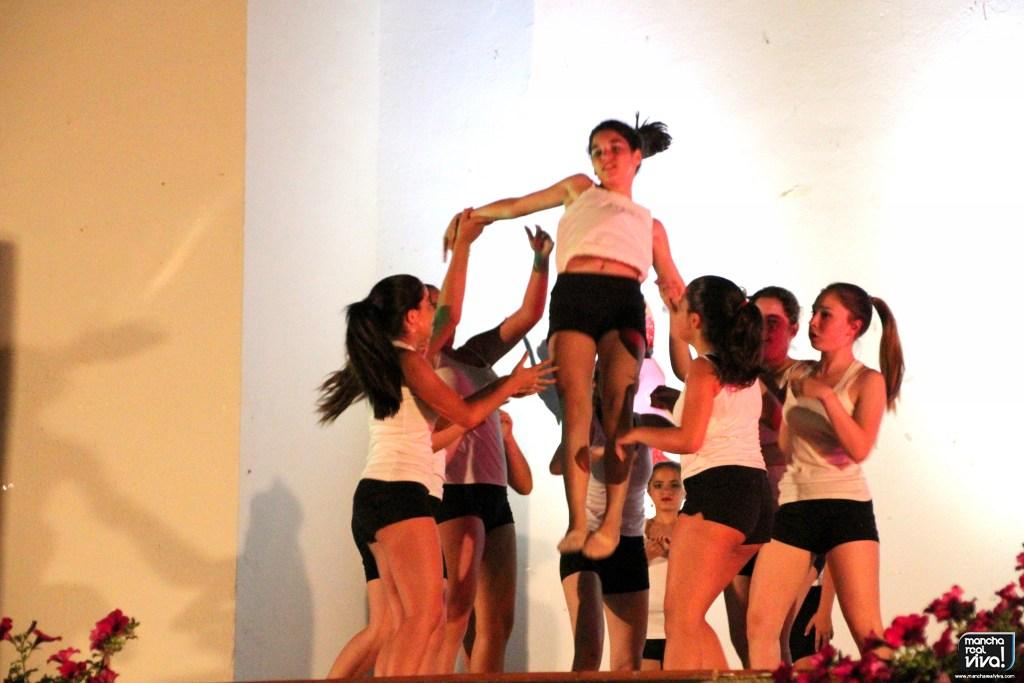 Photo of Mucho ritmo sobre el escenario en el XIII Certamen de Danza de «Bailomaná»