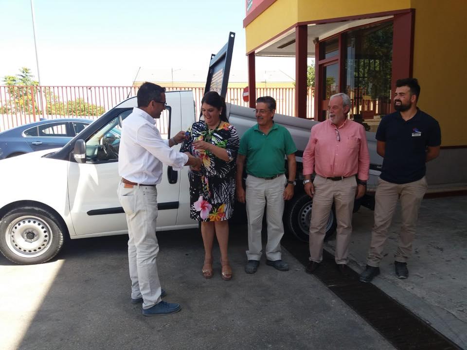 Photo of El Ayuntamiento adquiere un nuevo vehículo para el servicio de obras