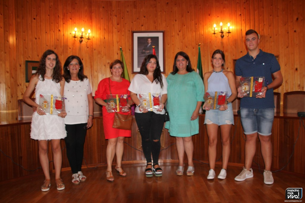 Photo of Los alumnos de Segundo de Bachillerato con los mejores expedientes reciben un reconocimiento