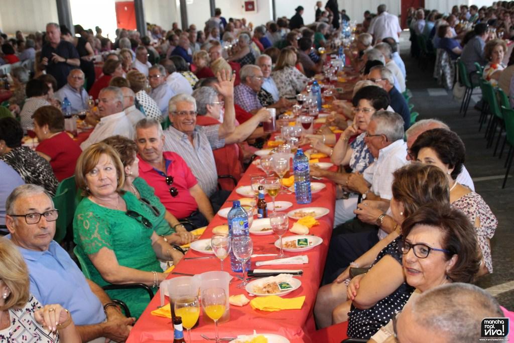 Photo of Los pensionistas y jubilados celebraron la tradicional comida de Feria con música rociera