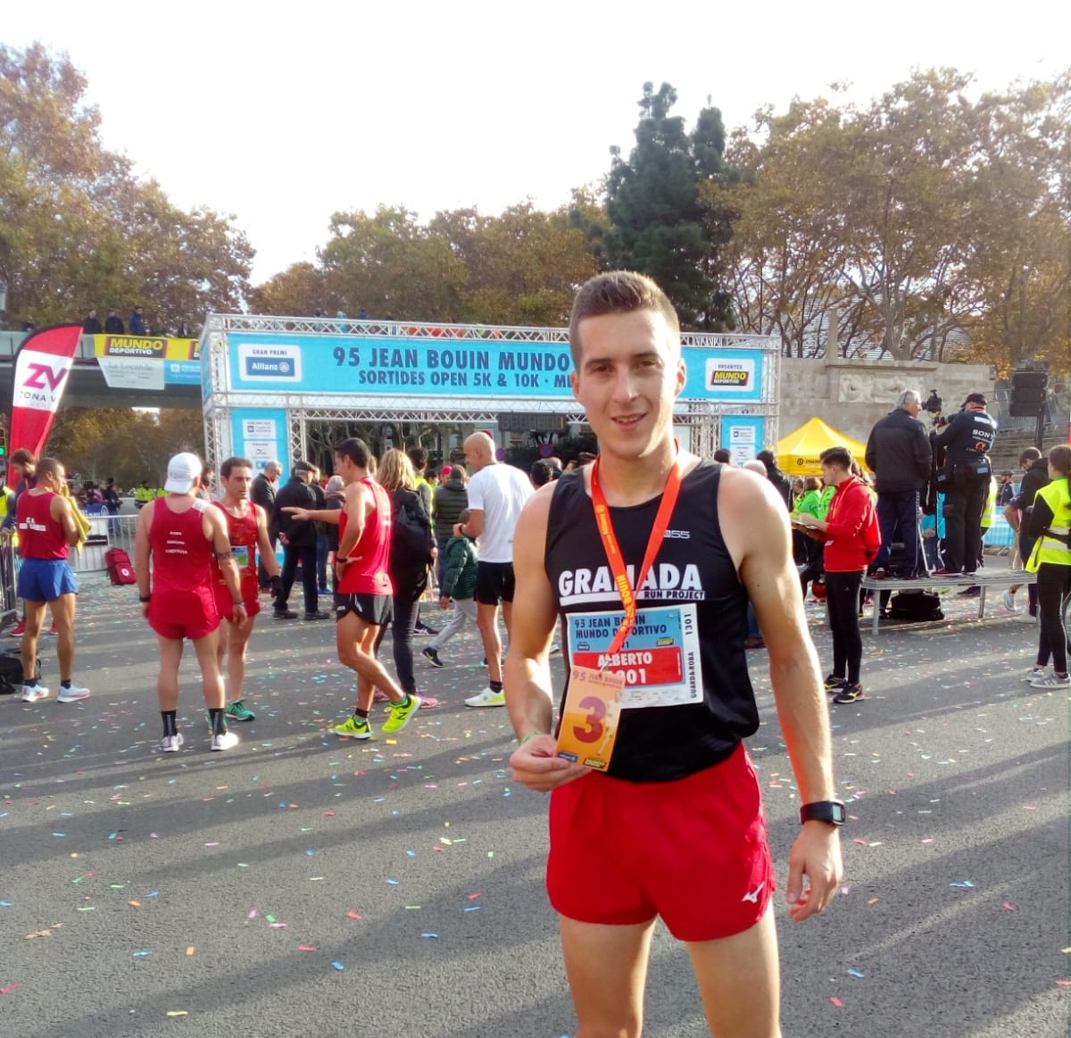 Photo of El atleta local Alberto Casas consigue el podio en la prestigiosa «Jean Bouin de Barcelona»