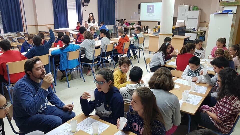 Photo of El alumnado de los tres centros de primaria locales, participan en una «Cata de Aceite»