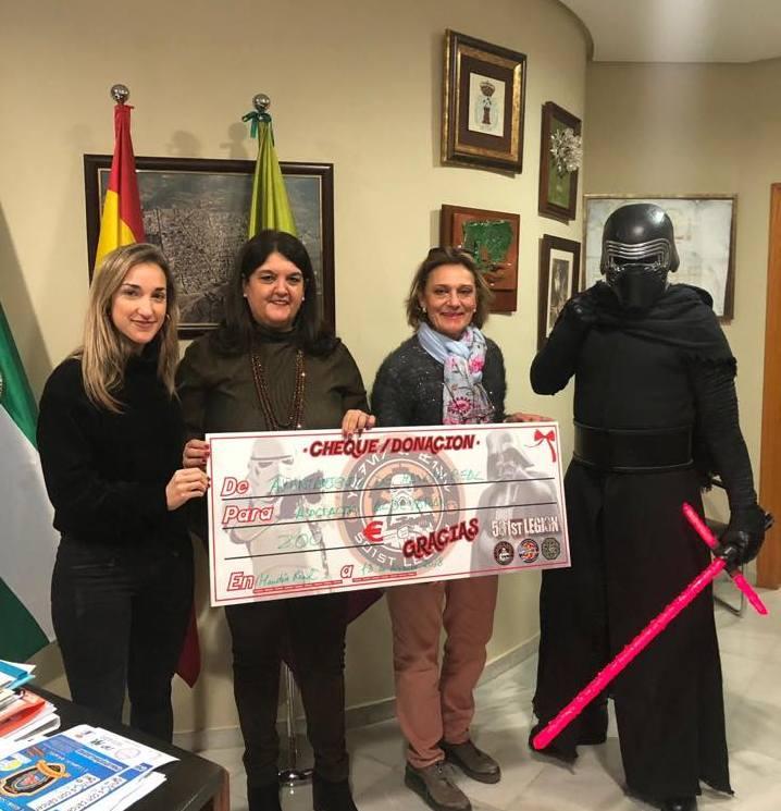 Photo of El Ayuntamiento entrega un cheque solidario a la Asociación «ALDEVARAN»