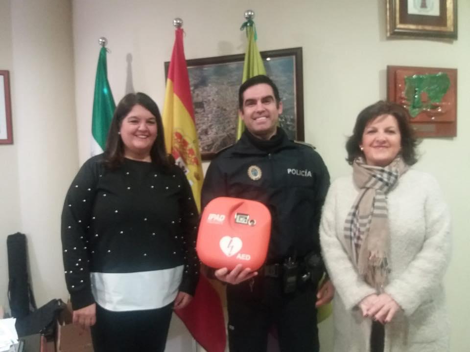 Photo of La Policía Local ya cuenta con un desfibrilador que puede salvar vidas humanas