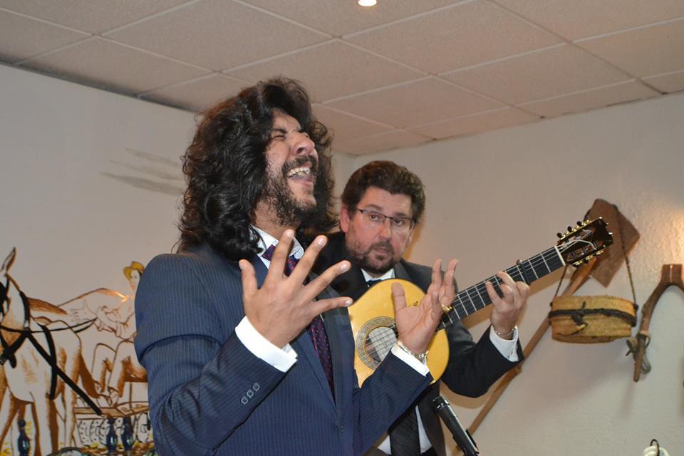 Photo of Rancapino hijo hace vibrar con su cante a la Peña Flamenca El TRILLO