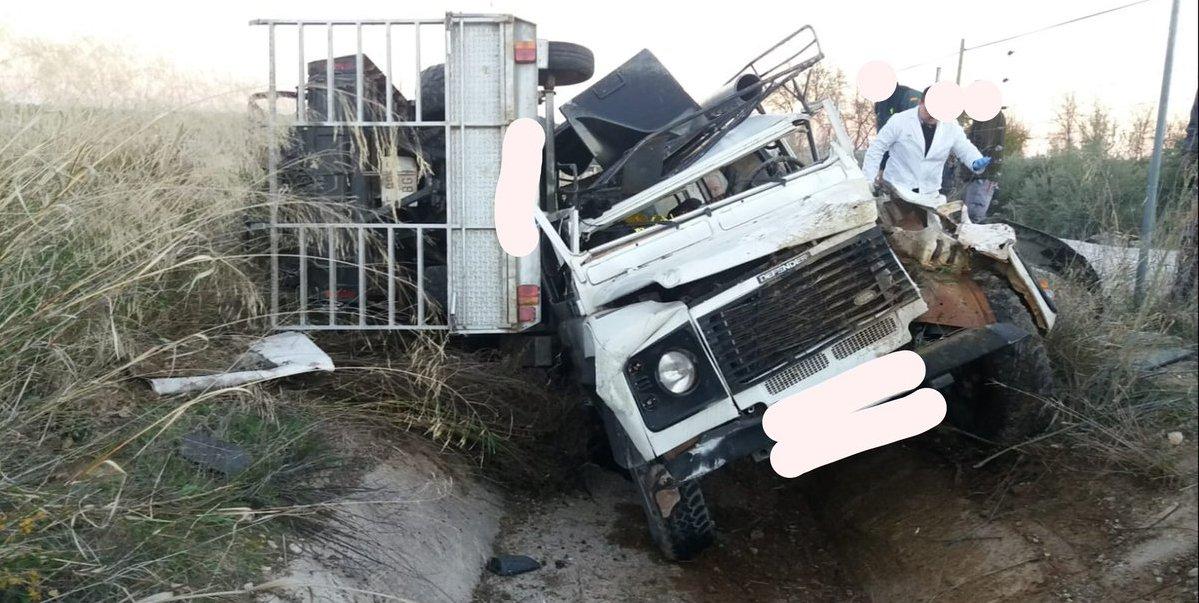 Photo of Un todo terreno sufre un accidente con los aceituneros que acudían al tajo
