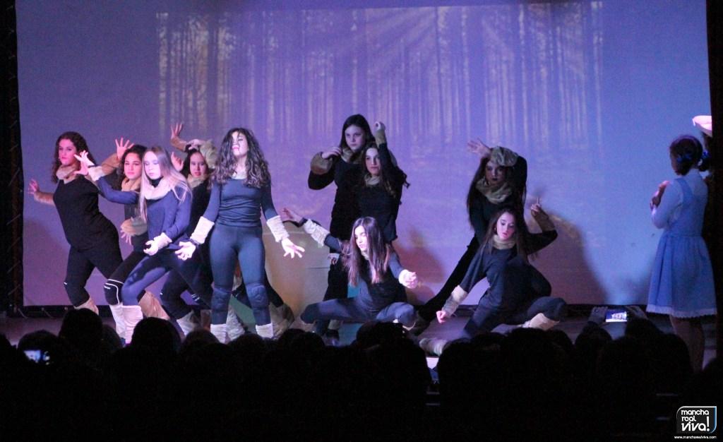 Photo of La academia Bailomaná puso magníficamente en escena el musical «El Mago de Oz»