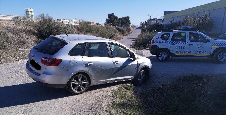 Photo of Un vehículo se sale de la vía por un desfallecimiento de su conductor