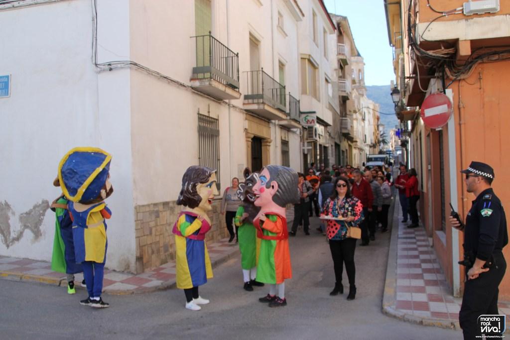 Photo of Cabezudos la Tropical Banda y el reparto de tortas y rosquillos comenzaron a animar «San José»