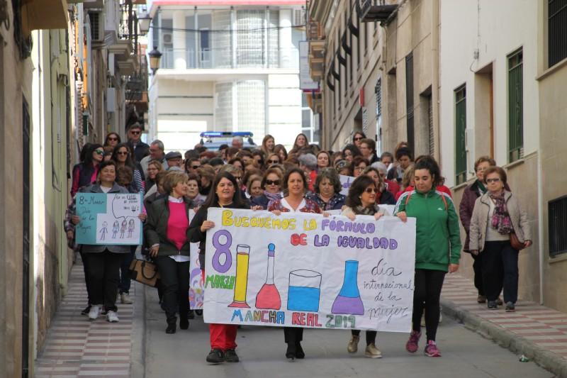 Photo of Reivindicaciones y mucha emoción en los actos del Día Internacional de la Mujer