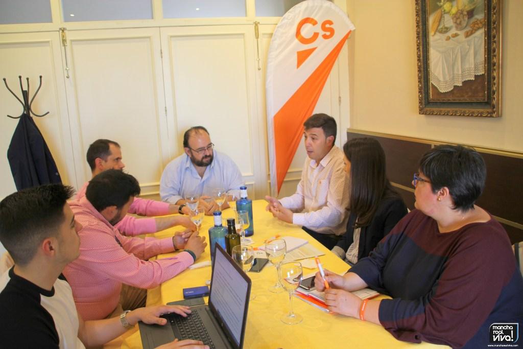 Photo of Ildefonso Ruiz y Mónica Moreno de C´s se reúnen con representantes de empresas y comercios locales