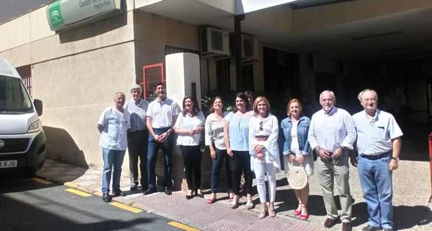 Photo of La Delegada de Salud Trinidad Rus visita con su equipo el Centro de Salud local