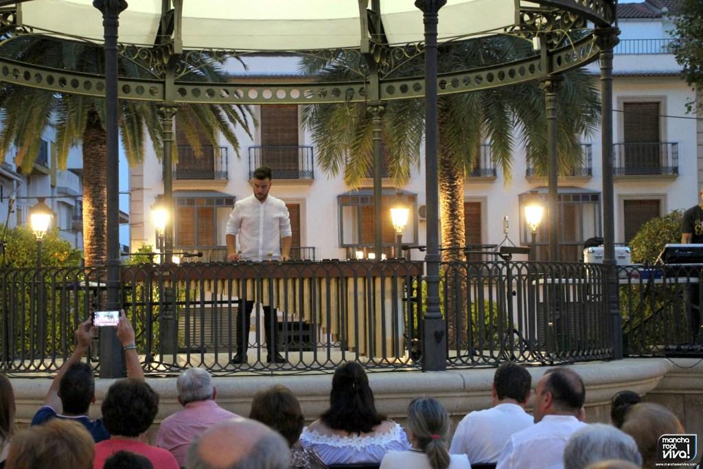 Photo of La marimba fue protagonista con Fernando Fernández en el Viernes Clásico