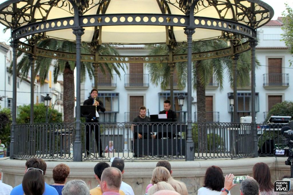 Photo of David Gómez con clarinete y Juan González al piano deleitaron con «Música para una noche de verano»