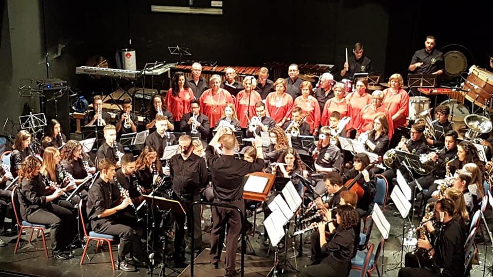 Photo of Gran actuación de la A.M. Amigos de la Música con la Coral Villa de Mancha Real en Beas de Segura