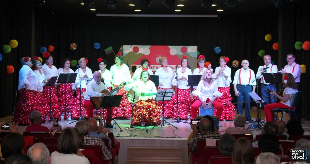 Photo of El V Encuentro de Coros Romeros puso alegría y aire de feria sobre el escenario