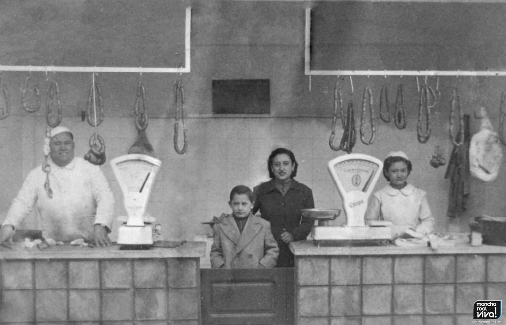 Photo of Sucedió hace…Antiguamente la compra diaria se realizaba en el «Mercao»