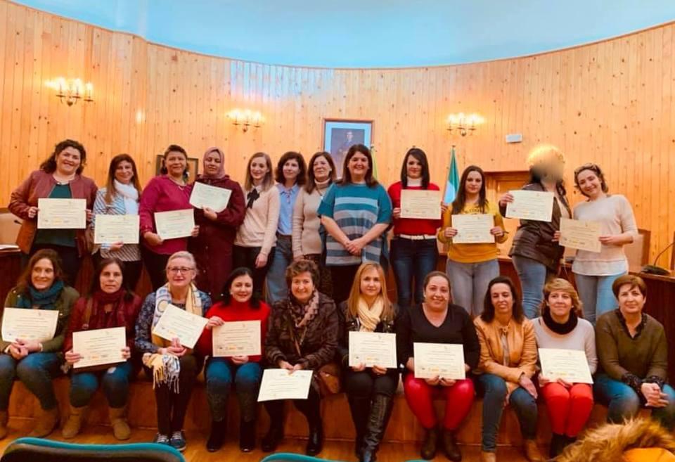 Photo of Entrega de Diplomas de los cursos de Gerontología y Asistente Personal