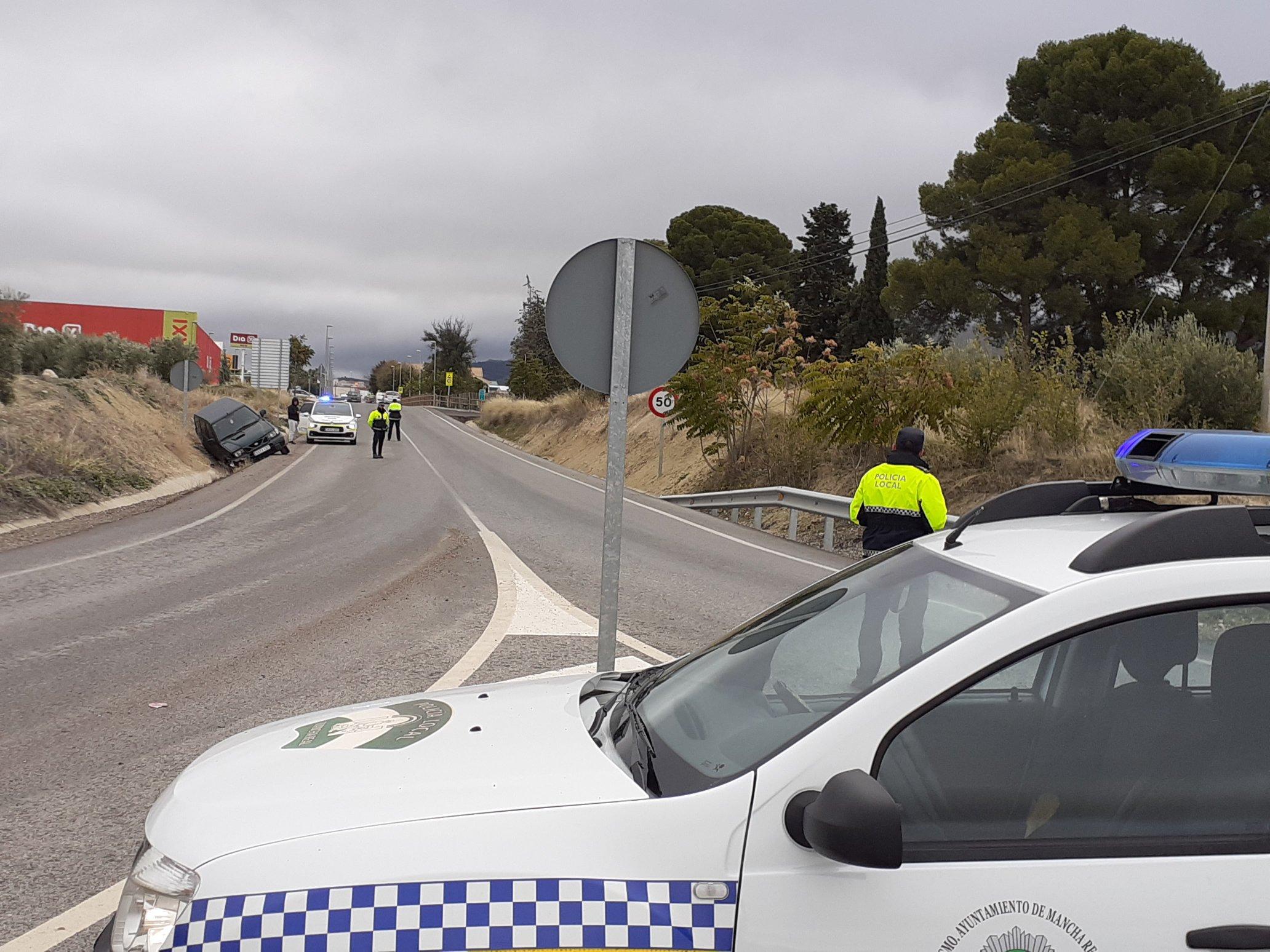 Photo of Accidente de un vehículo en la entrada a Mancha Real