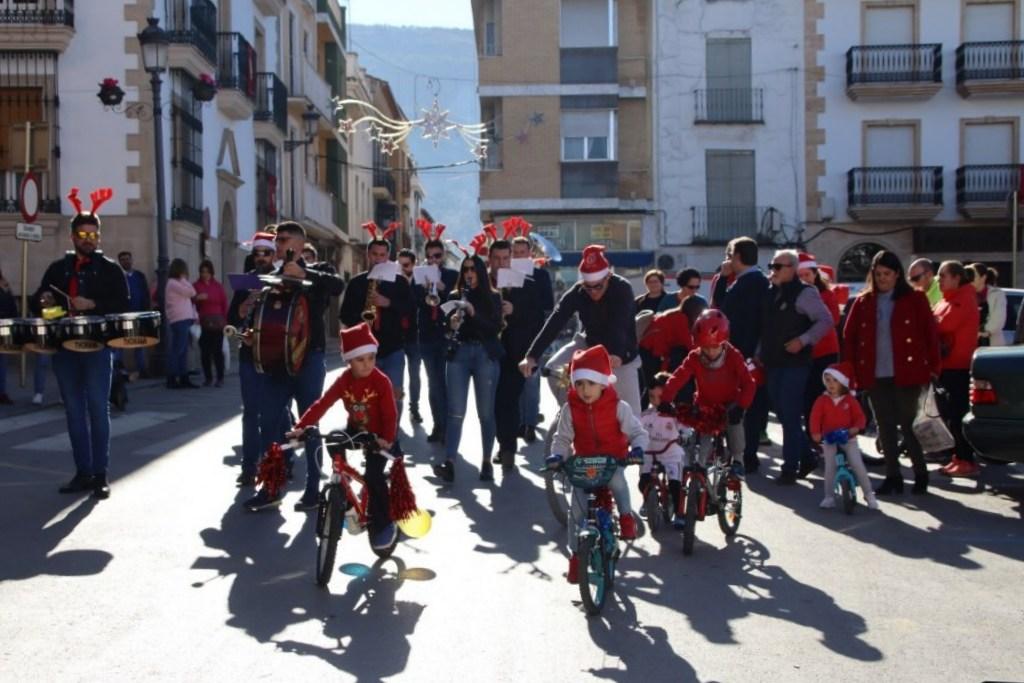 Photo of Día espléndido en la III Marcha Mixta, a Pie o en Bici de «Papá Noel»
