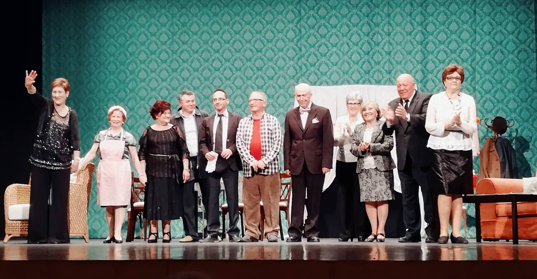 Photo of El grupo de teatro Elfos presenta en el Centro Cultural «El caso de la mujer asesinadita»