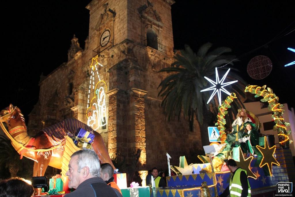 Photo of Los Reyes Magos repartieron ilusión y decenas de kilos de caramelos en la Cabalgata 2020