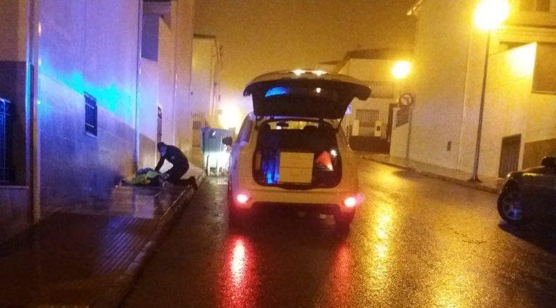 Photo of Dos agentes de la Policía Local salvan la vida a una mujer con síntomas de hipotermia