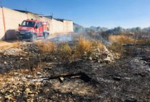 Photo of Los bomberos tienen que sofocar un incendio de maleza en Mancha Real