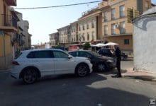 Photo of Fuerte impacto entre dos coches en un accidente en la calle Juan Castillo